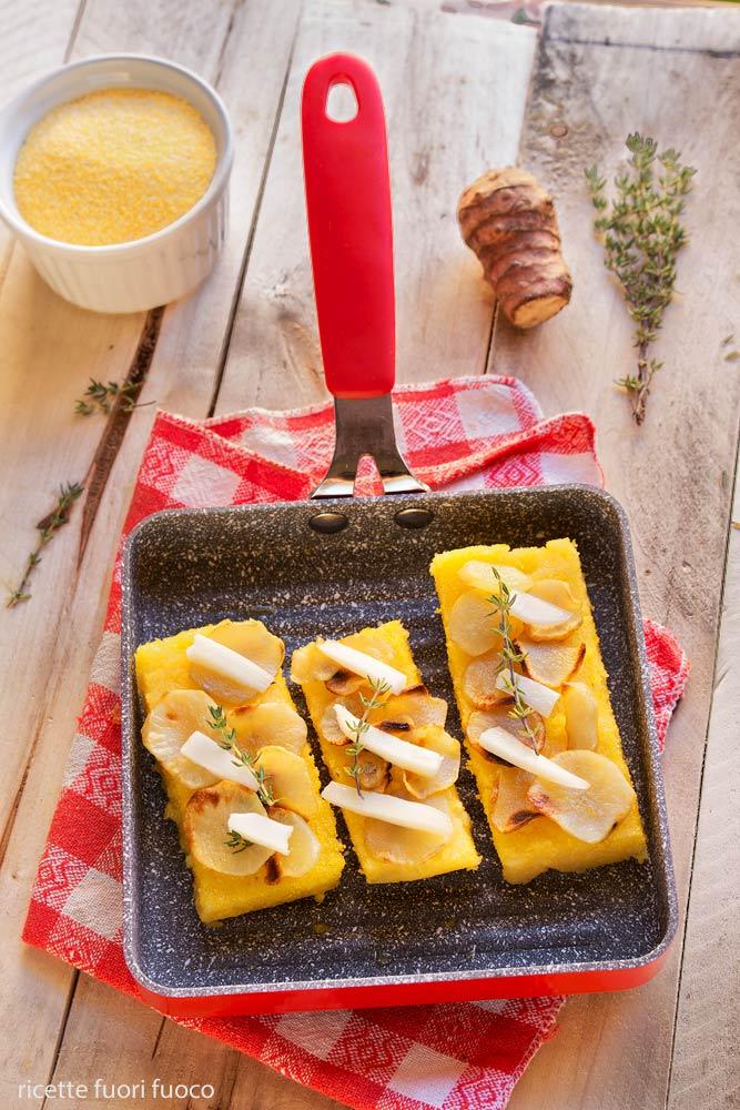 polenta-grigliata-con-chips-di-topinambur