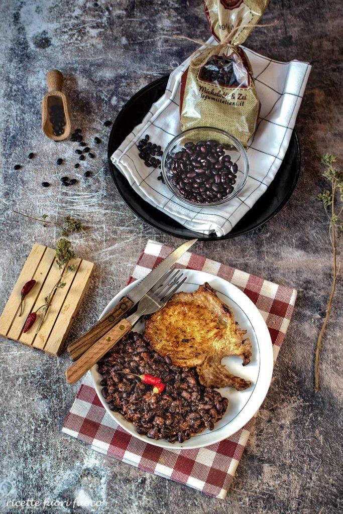 Braciole di maiale con fagioli al peperoncino