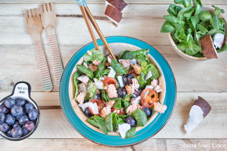 insalata-mirtilli-salmone-e-cocco
