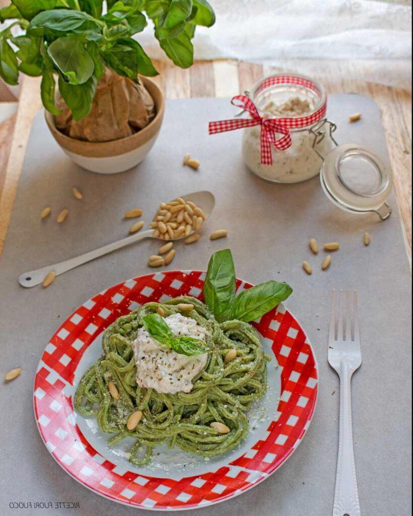 Taglierini verdi con salsa di pinoli