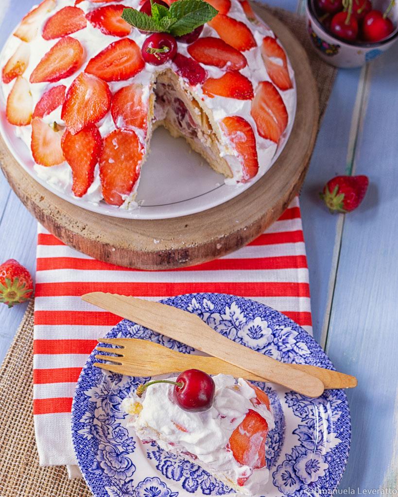 zuccotto senza zucchero con ciliegie e fragole
