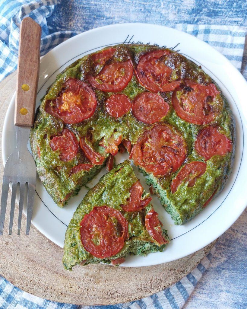 frittata morbida con pomodori e pesto